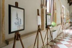 Exposición de pinturas en la abadía Románica de Villanova Foto de archivo libre de regalías