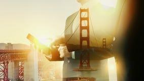 Exposición de San Francisco Golden Bridge Businessman Double Segunda versión almacen de video