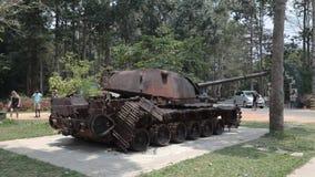 Exposición del equipo militar americano oxidado metrajes