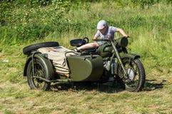 Exposición del equipo militar del vintage en la región de Kaluga en Rusia el 26 de junio de 2016 Fotos de archivo