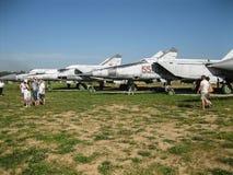 Exposición del equipo militar del vintage en la región de Kaluga en Rusia el 26 de junio de 2016 Imagen de archivo