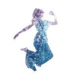 Exposición doble de la mujer que salta con las hojas Fotos de archivo libres de regalías