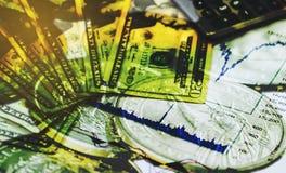 Exposición doble del fondo de las finanzas con el símbolo del billete de banco del dólar Imagen de archivo