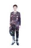 Exposición doble del hombre de negocios con la cartera contra la ciudad imagen de archivo