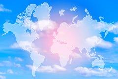 Exposición doble del mapa del mundo sobre la nube coloreada pastel dulce fotos de archivo libres de regalías