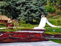 Exposición en el parque en el césped verde en el tema de ritos y de aduanas nacionales Foto de archivo libre de regalías