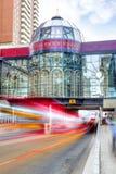 Exposición larga de Calgary céntrica en la 9na avenida Foto de archivo libre de regalías