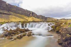 Exposición larga de la cascada cerca de Hofn, Islandia Fotos de archivo libres de regalías