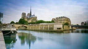 Exposición larga de la catedral París de Notre-Dame Imagen de archivo