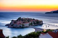 Exposición larga de la isla de Sveti Stefan en Budva, Montenegro en el twi Fotografía de archivo libre de regalías
