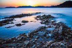 Exposición larga de la puesta del sol Fotos de archivo libres de regalías