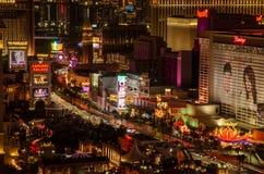Exposición larga de la tira de Las Vegas fuera del palacio y del flamenco de Caesers foto de archivo