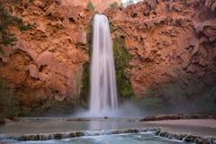 Exposición larga de las caídas de Mooney de la cascada de Grand Canyon fotografía de archivo