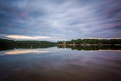 Exposición larga del normando del lago en la puesta del sol, en el lago Norman State Par fotografía de archivo libre de regalías