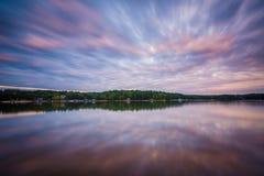 Exposición larga del normando del lago en la puesta del sol, en el lago Norman State Par foto de archivo libre de regalías