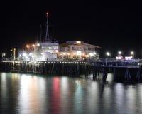 Exposición larga del paseo marítimo en la noche Imagen de archivo libre de regalías