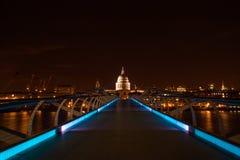 Exposición larga del puente del milenio Fotografía de archivo libre de regalías