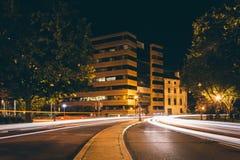 Exposición larga del tráfico en el círculo de Du Pont en la noche, en Washingto Imágenes de archivo libres de regalías