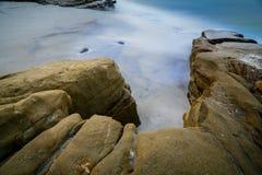 Exposición larga en la playa de Windansea en San Diego, California fotos de archivo
