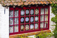 Exposição da janela de Lacemakers, Bruges, Bélgica Fotografia de Stock Royalty Free