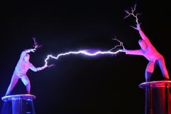 Exposition électrique, la bobine de Tesla électrique image libre de droits