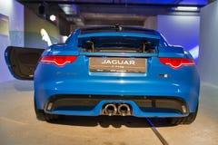Exposition avec Jaguar F-TYPE à Kiev, Ukraine Image stock