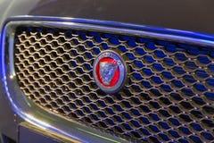 Exposition avec le plan rapproché de voiture de Jaguar XE à Kiev, Ukraine photo libre de droits