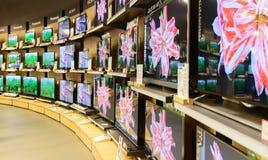 Exposition d'affichage à cristaux liquides à l'achat de puissance dans Chidlom central Bangkok photo stock