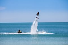 Exposition d'homme sur le flyboard Images stock