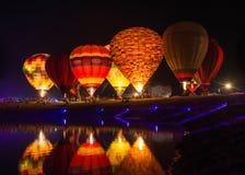 Exposition de ballons la nuit Images stock
