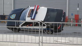 Exposition de cascade avec la voiture de police clips vidéos