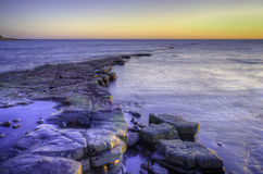 Exposition de coucher du soleil vibrant d'hiver de paysage marin de paysage longue images libres de droits
