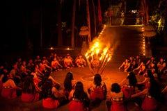 Exposition de danse d'incendie de Kecak de femmes de Balinese Images libres de droits