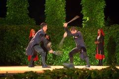 Exposition de danse de combat d'épées à l'étape Photo libre de droits