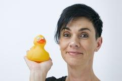 Exposition de femme le canard en caoutchouc Photo libre de droits