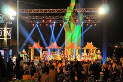 Exposition de folklore à la course de Madura Taureau, Indonésie Photographie stock libre de droits