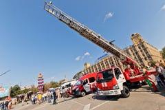 Exposition de l'équipement spécial des pompiers et des appareils auxiliaires Photo stock
