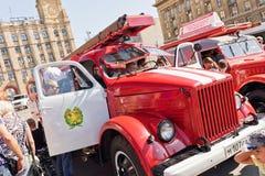 Exposition de l'équipement spécial des pompiers et des appareils auxiliaires Photos stock