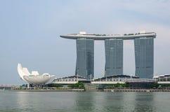 Exposition de laser de Singapour Marina Bay Sand et jardin par la baie Image libre de droits
