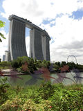 Exposition de laser de Singapour Marina Bay Sand et jardin par la baie Images libres de droits