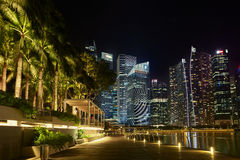 Exposition de laser de Singapour Marina Bay Sand et jardin par la baie Image stock
