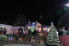 Exposition de lumière de village de Noël du ` s de Koziar Image libre de droits