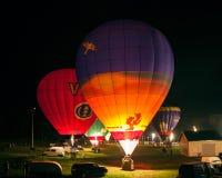 Exposition de nuit avec des ballons légers Image stock