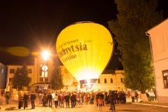 Exposition de nuit des ballons de lueur Photo stock
