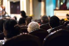 Exposition de observation de concert d'assistance dans le théâtre Photos stock