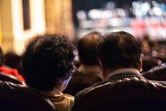 Exposition de observation de concert d'assistance dans le théâtre Image stock