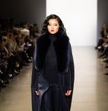 Exposition de piste de Zang Toi FW19 en tant qu'élément là de Fashion Week de New-York image stock