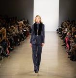 Exposition de piste de Zang Toi FW19 en tant qu'élément là de Fashion Week de New-York photo stock