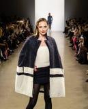 Exposition de piste de Zang Toi FW19 en tant qu'élément là de Fashion Week de New-York images stock