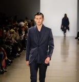 Exposition de piste de Zang Toi FW19 en tant qu'élément là de Fashion Week de New-York images libres de droits